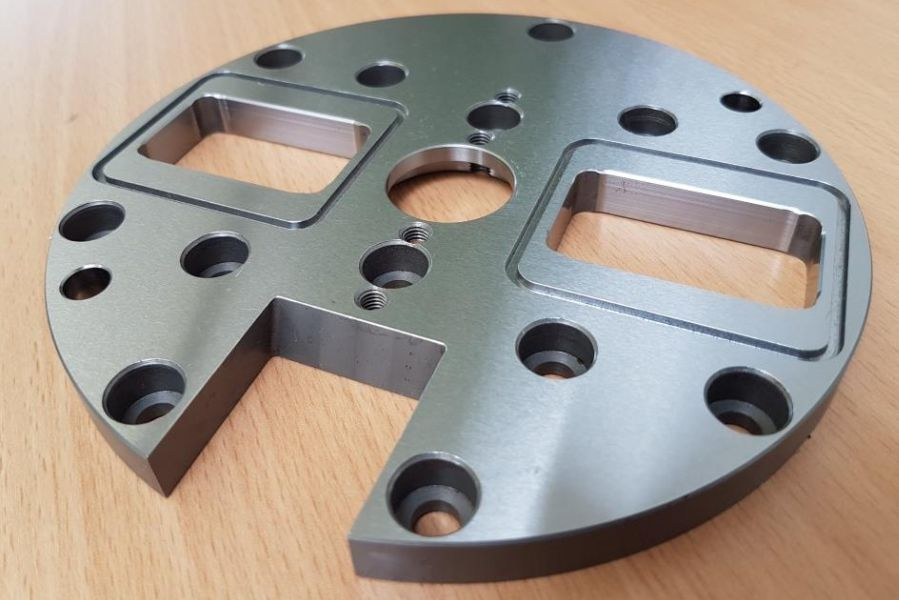 Base plate for gripper